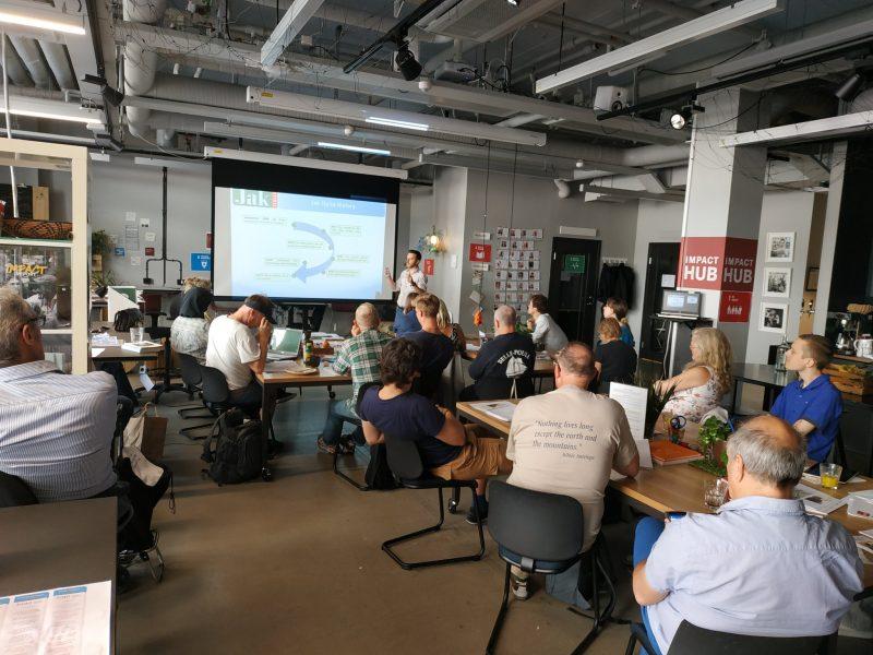 Presentación JAK Italia en el encuentro internacional de Banca Ética sin intereses en Estocolmo, Suecia